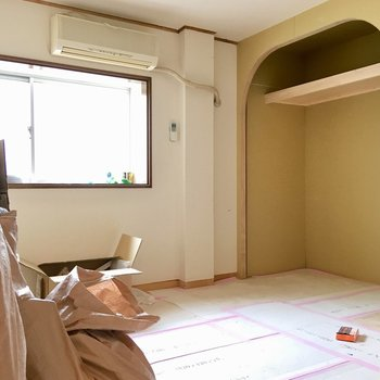 【工事中】寝室にもアーチのオープン収納