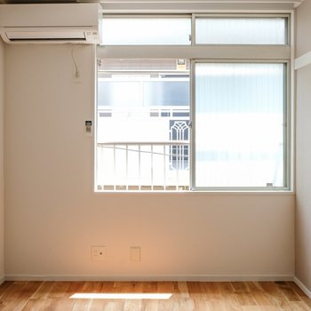 右上に窓が寄ってるのが、いい雰囲気出してます!
