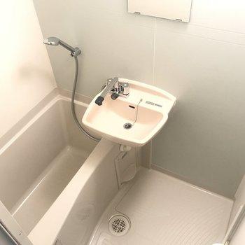お風呂は浴室乾燥機つき。