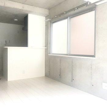 白とグレーの空間。