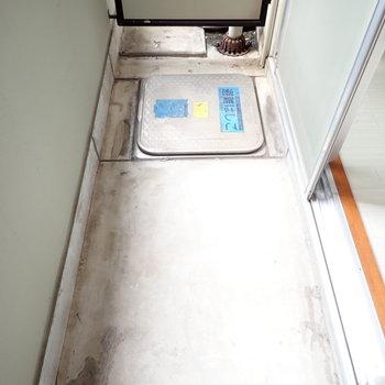 ベランダは十分、洗濯物を干せる広さです。(※写真は2階の同間取り別部屋のものです)