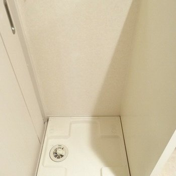 隣には洗濯機を。(※写真は7階の同間取り別部屋のものです)