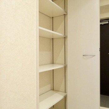 と思ったら廊下に収納が!シューズBOX代わりに使ってもいいかも。(※写真は7階の同間取り別部屋のものです)