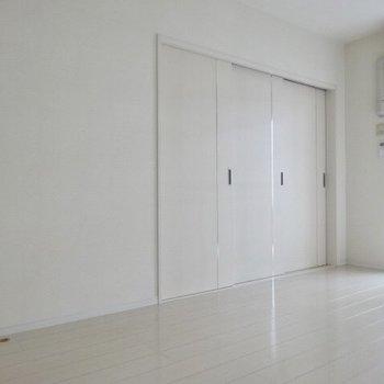 洋室へ行ってみましょう。(※写真は7階の同間取り別部屋のものです)