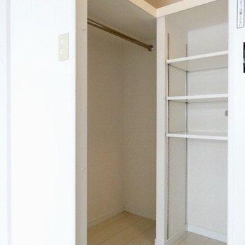 左側にもスペースあり◎(※写真は7階の同間取り別部屋のものです)