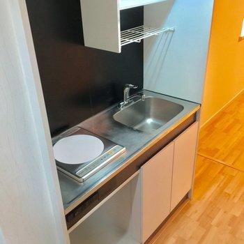 キッチンはコンパクトにIH1口です。