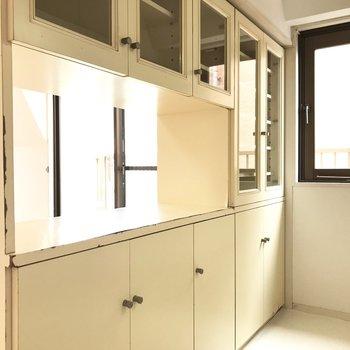 備え付けなのにこんなに大きい食器棚は嬉しい!