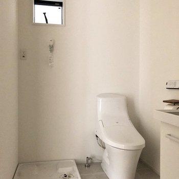 脱衣所も広め。洗濯物をぽいしてそのままお風呂に入れます。※写真は通電前のものです