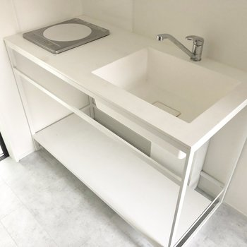 洗い場は広いキッチン。調理場も確保されています。