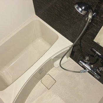 浴室乾燥機付きで室内干しに重宝します。※写真は通電前のものです