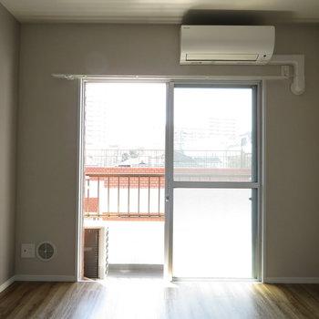 窓の大きさは普通ですね。