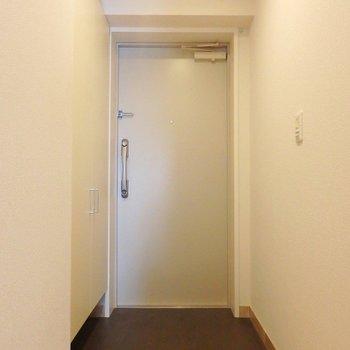 玄関のゆったりさ加減が、いいですね! ※写真は別部屋