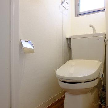 トイレにも小窓あり