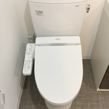 おトイレもにはウォシュレットも。