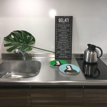 キッチン。IH2口です。調理スペースも広々。