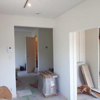 【工事中】寝室とは引戸でしきります