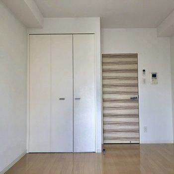 木目柄のドアがおしゃれです。