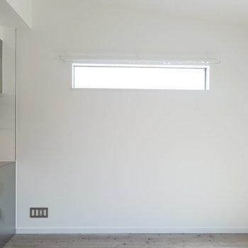 小窓が多いのは嬉しいポイント。