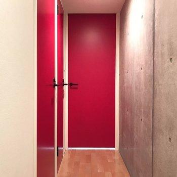 赤い扉たち。