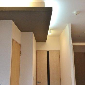 間接照明もあります。(※写真は5階の同間取り別部屋のものです)