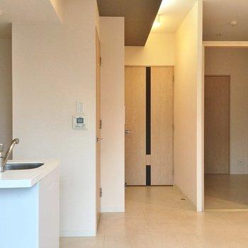 3帖程度の小室があります(※写真は5階の同間取り別部屋のものです)