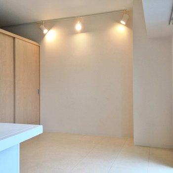 左の小部屋は当然隠せます。(※写真は5階の同間取り別部屋のものです)