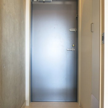 玄関はこんな感じ!※写真はクリーニング前のもの