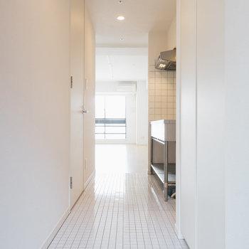 【1018号室】玄関はタイル