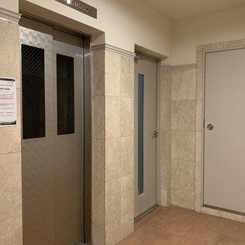 お部屋まではエレベーターで行きましょう!