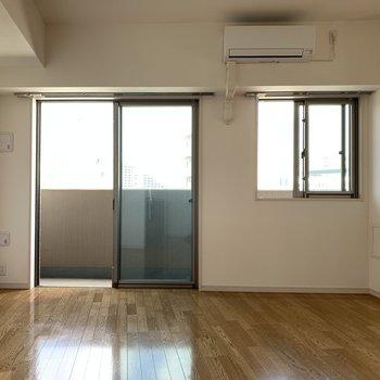 シンプルなのでどんな家具でも合いそうですね※写真は通電前のものです