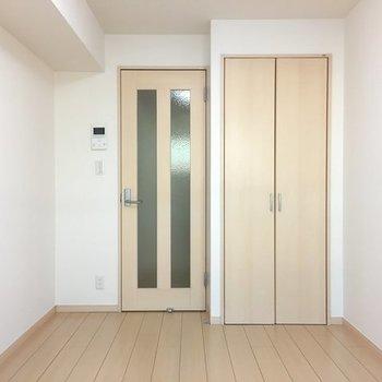 6.6帖の洋室です。※写真は1階の同間取り別部屋のものです。