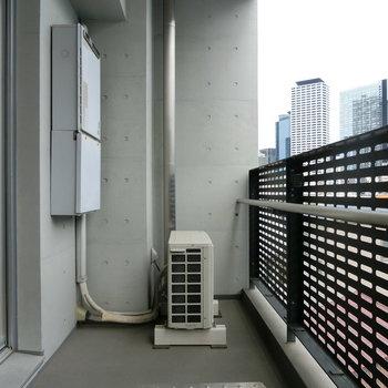 バルコニーへ出てみた。※写真は5階の別間取り別部屋です