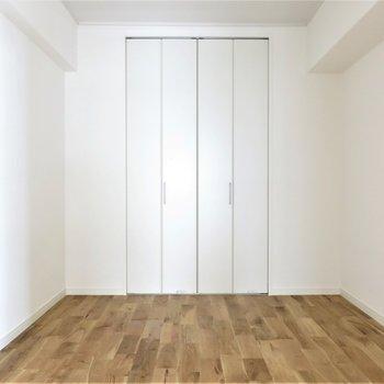 洋室】収納もばっちり完備。お部屋の雰囲気を壊さない建具が良いですね*