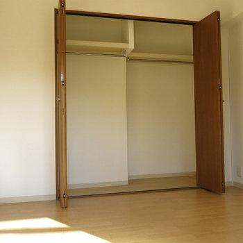 寝室部分収納も大丈夫 ※写真は別部屋