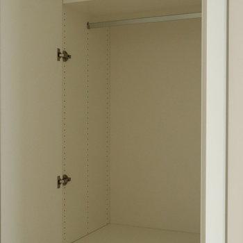 天井まである収納は3段階