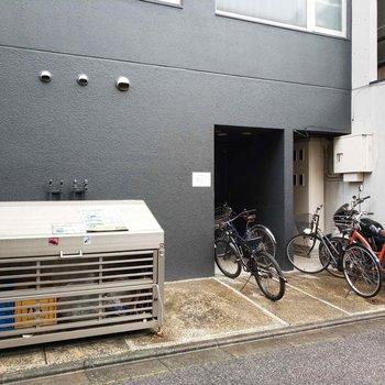 ゴミ捨て場も駐輪場もありますよ〜!