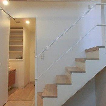 【下階】サニタリーと小部屋があります。※写真は反転間取り別部屋のものです
