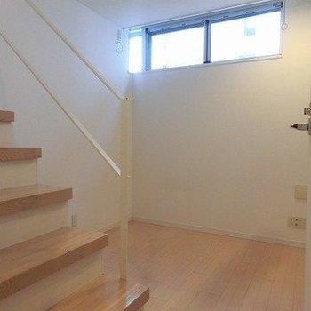 【下階】書斎としても使える小部屋。※写真は反転間取り別部屋のものです
