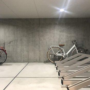 室内自転車置き場。キレイで広いです!