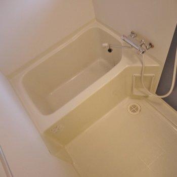 お風呂はシンプルに!。※写真は同一フロアの別部屋