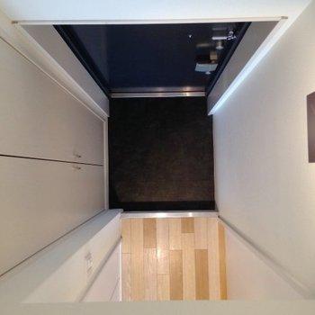 ロフトからの景色(玄関)。※写真は同一フロアの別部屋