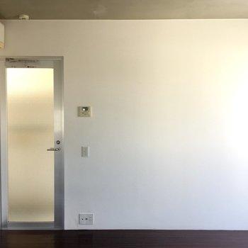 玄関っぽくない玄関。