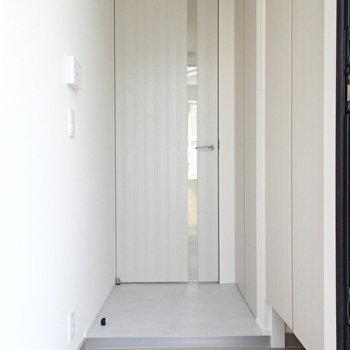 お部屋まで扉が一枚あるのもいいですよね。