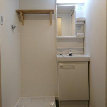 洗面台と洗濯パンはスマートに。