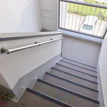 この階段は4階まで!
