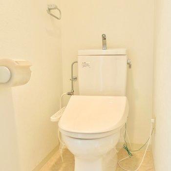独立で清潔なトイレ ※写真は別部屋
