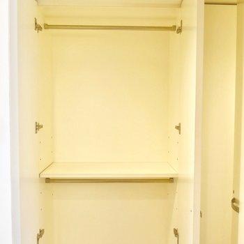 玄関にはクローゼット有り ※写真は別部屋