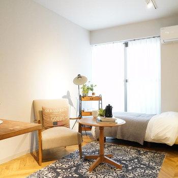 朝日が差し込むお部屋。※写真は2階の同間取り別部屋・小物はサンプルです