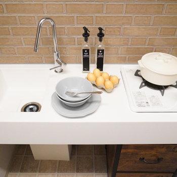 調理スペースもしっかりあります。※写真は2階の同間取り別部屋・小物はサンプルです
