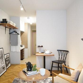 床面が洋室と切り替わっています。※写真は2階の同間取り別部屋・小物はサンプルです